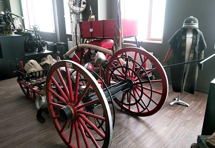 洞爺郷土資料室にあった放水車と消防隊のはっぴ