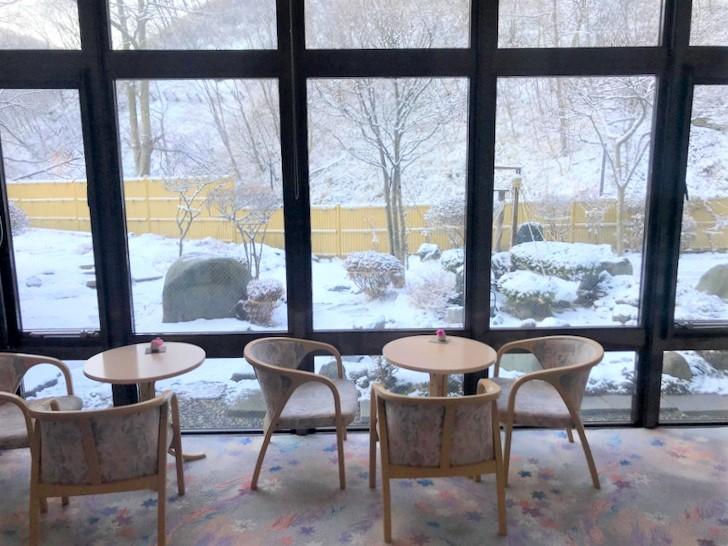 ロビーでは雪景色のお庭が見えます