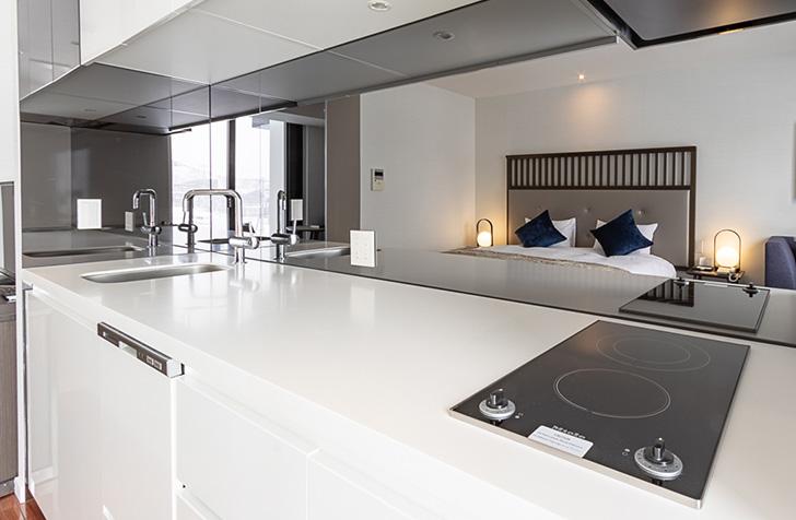 機能的で美しいデザインのミーレ社製キッチンはNISADEのコンドミニアムならでは
