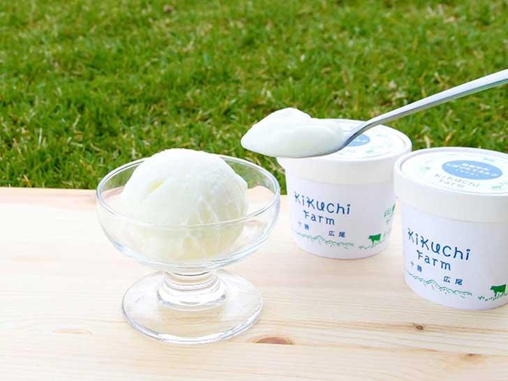広尾町の菊地ファームによる牛の飼育からアイスクリームの製造まで一貫して管理された究極のミルクアイスです