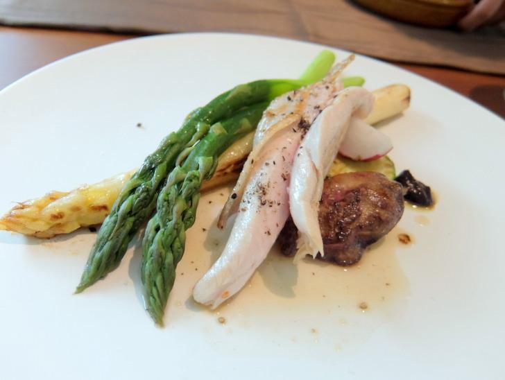 メイン料理の黒毛鶏プレノワール