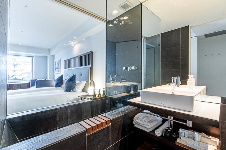 豪華なバスルームを備えたザ・ヴェールニセコのリゾートルーム