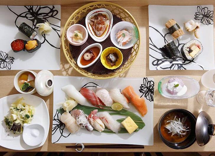 笑函館屋の夕食一例、握り寿司を中心にしたコース