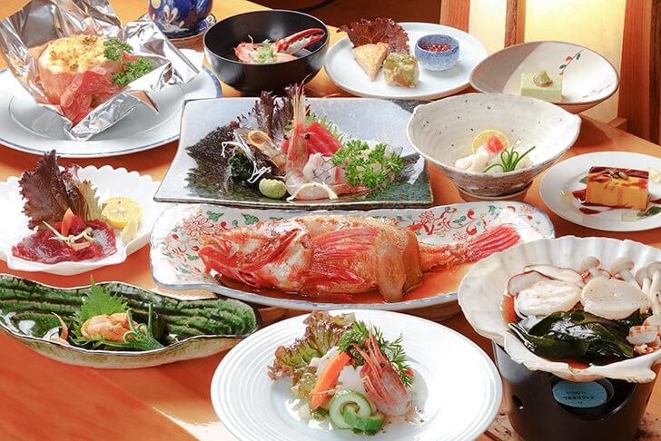 漁火館の豪華な天然魚介づくしの夕食一例