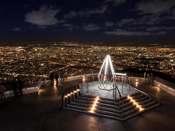 もいわ山、標高531mの山頂展望台からの圧巻の夜景