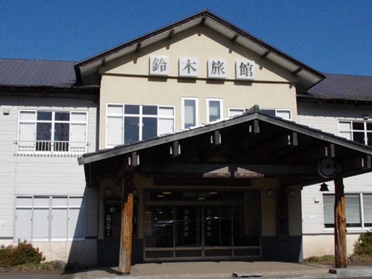 【登別市】登別カルルス温泉 鈴木旅館ペア宿泊券(1泊2食付)