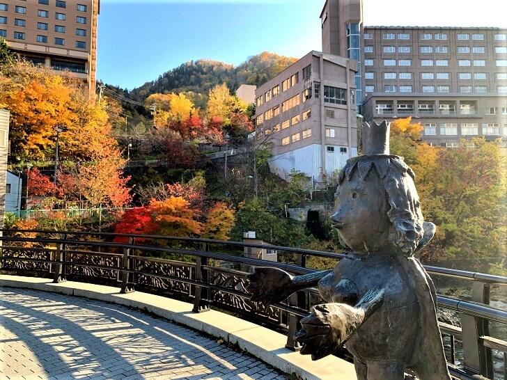 定山渓温泉街、月見橋からの眺めた写真