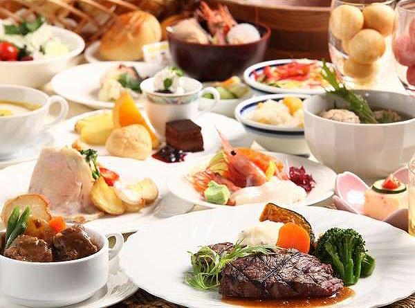 焼き立てのお肉やお刺身、季節のメニューなど約70品の夕食バイキング