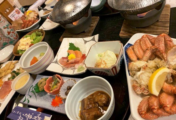 テーブルいっぱいに並ぶお料理。食べきれるかな~?