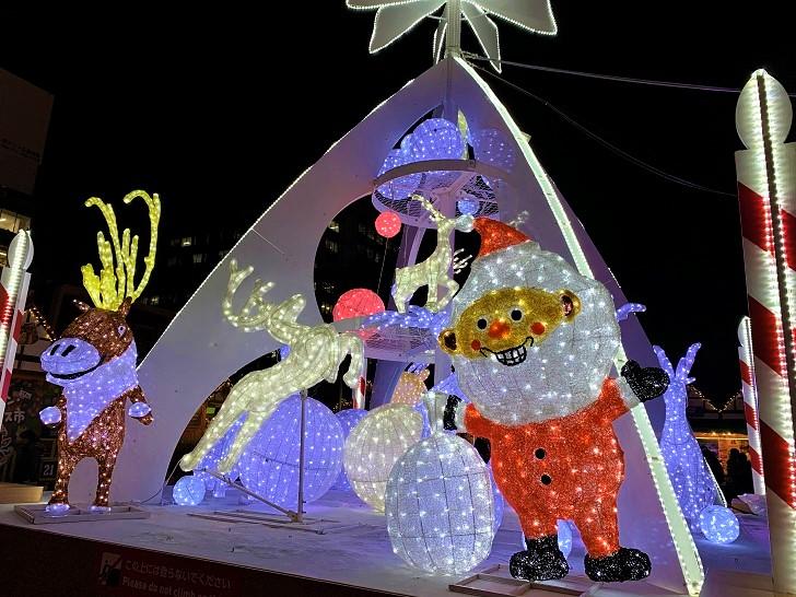 ミュンヘン・クリスマス市 大通公園2丁目真ん中にあるオブジェの写真