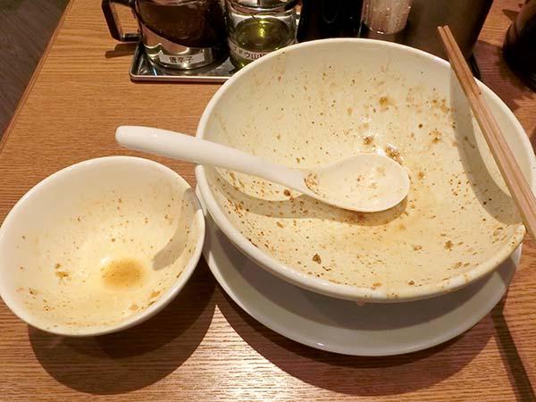 完食した丼とお茶碗
