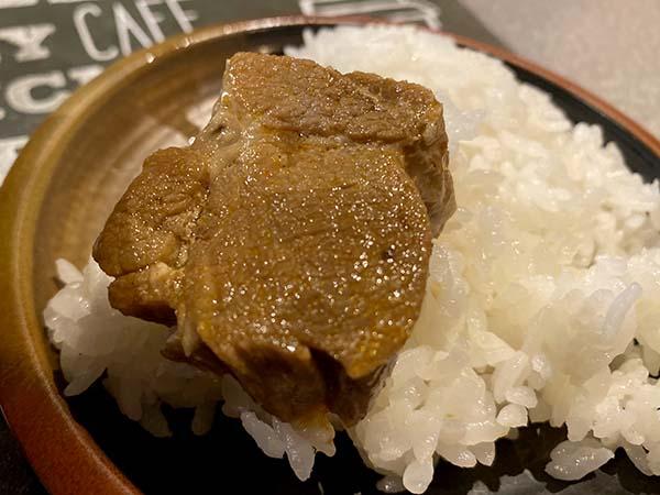豚角煮をオンザライス
