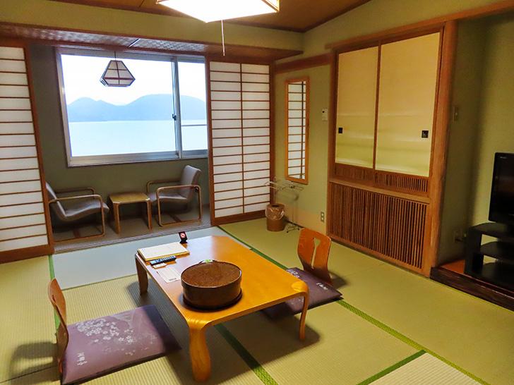 畳の香りが心地よい和室は、ごろりと横になると、立ち上がるのが億劫になります。