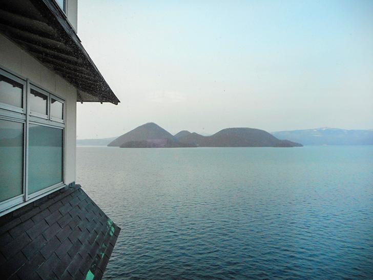 「湖畔亭」はどこからでも洞爺湖と中島を見ることができ、しかも、中島の位置は常に真正面!