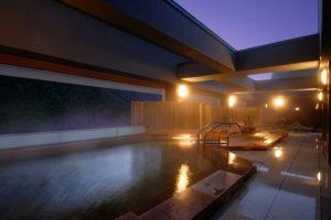 朝陽亭の夜の大浴場