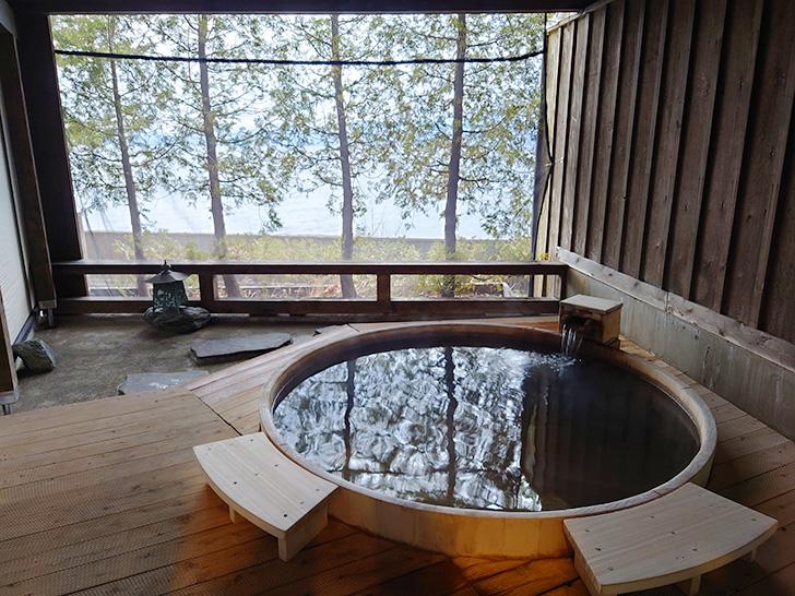 檜の貸切露天風呂